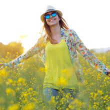 spring-Asthenia-woman-flowers-happiness
